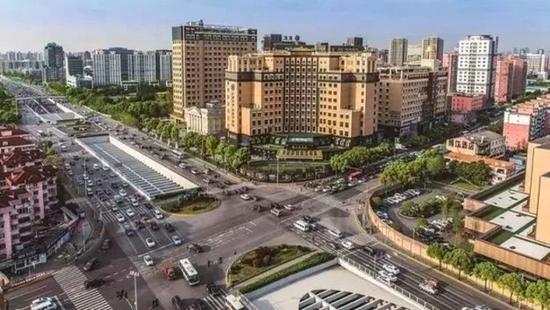闵行吴中路进行景观改造 3月景观道路初步显现