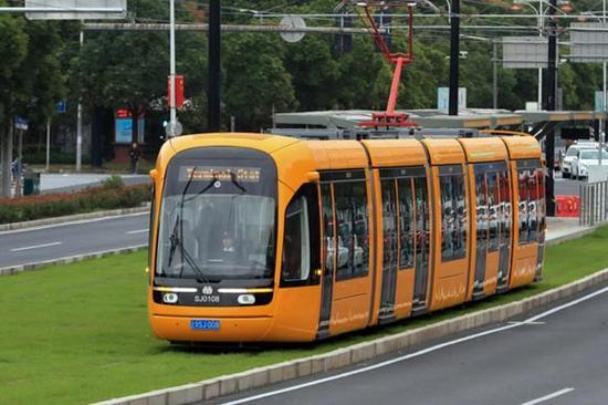2017年10月13日,松江有轨电车首次载客调试