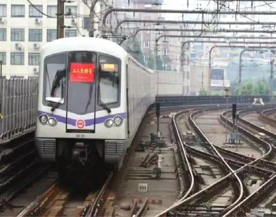 4号线越江段:杨树浦路站↔浦东大道站、南浦大桥站↔塘桥站↑