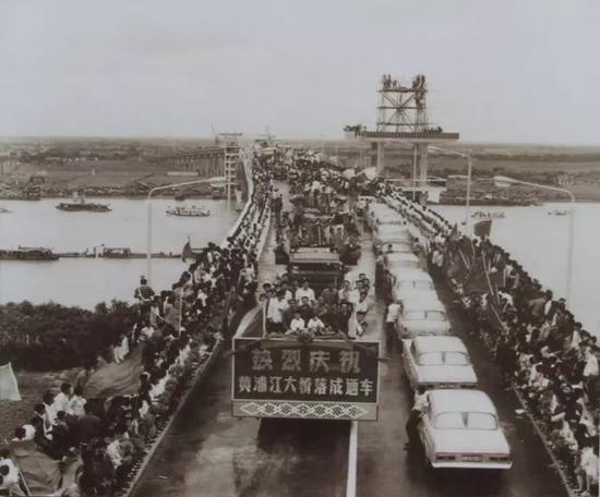 上海人飞跃黄浦江历史 建14条隧道12座大桥8条轨交