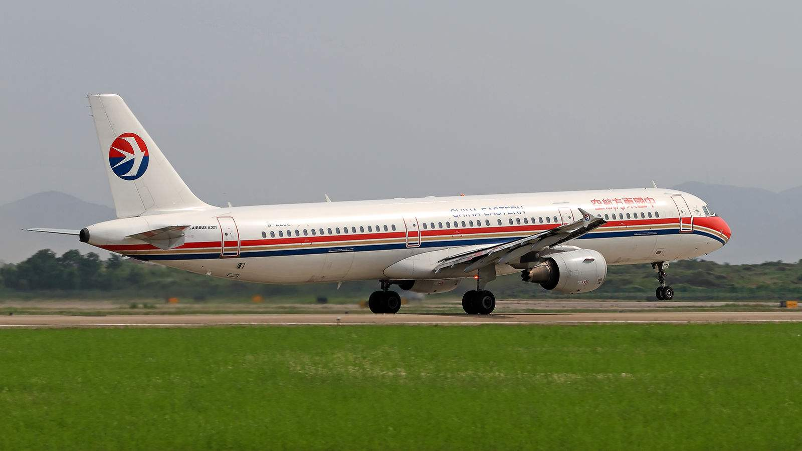 东方航空纽约到浦东航班起飞后故障 最终返航安全落地