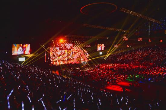 《最爱金曲榜》音乐盛典在沪举行 唱响经典向爱致敬