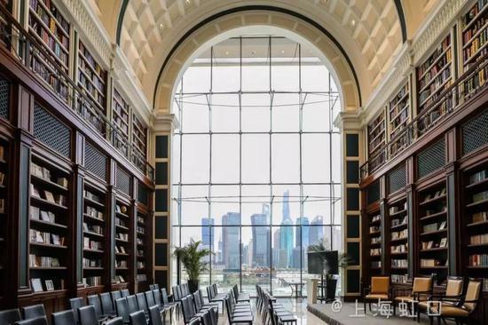 申城高颜值书店出现 媒体:爱书的人不否决书店摸索