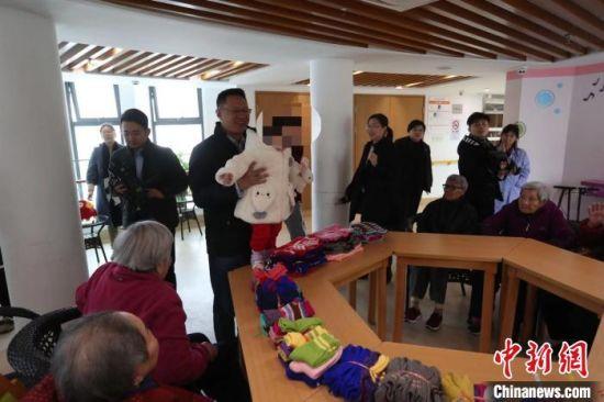 丁丁被送往上海市儿童福利院,展开新生活。 张亨伟 摄