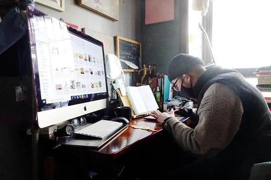 上海小伙宅家搞创作 自创战疫主题动画短片向英雄致敬