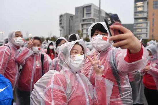 华山医院:国内派出医疗队员最多 随时等待祖国召唤