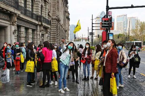 上海市民迎接清明小长假:徒步游升温 近郊酒店预约忙