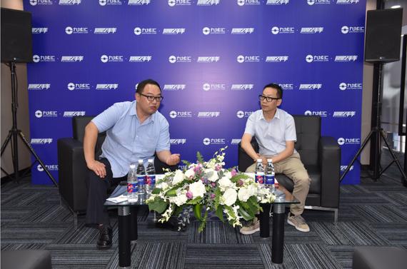 阿里二手车总经理何佳和九域汇运营总监介绍具体双方合作模式