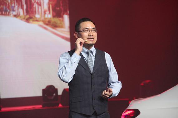 北京梅赛德斯-奔驰销售服务有限公司资深讲师为大家介绍奔驰全新长轴距A级轿车