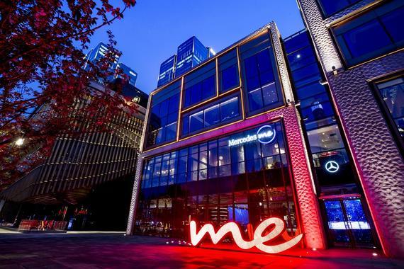 Mercedes me外滩体验店是梅赛德斯-奔驰为打造360°品牌生活意境,全面提升创新零售体验而呈现的又一跨界力作