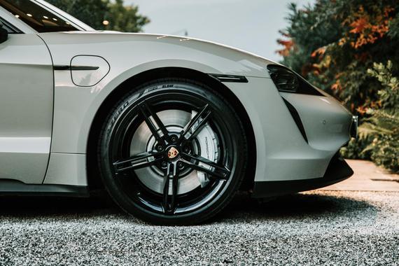 倍耐力带有电动车轮胎技术ELECT的轮胎