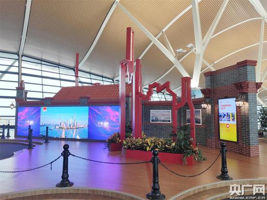 石库门里看到上海地标(央广网发 浦东机场供图)