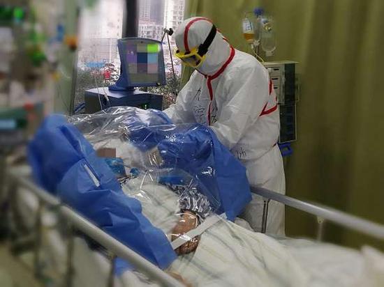 上海创造的一次性防飞溅隔离巾已经用上 削减医护感染