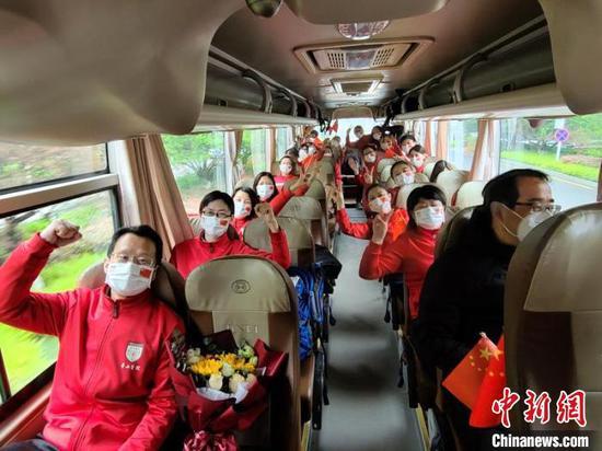 上海驰援武汉白衣战士凯旋 抗疫历程五颜六色