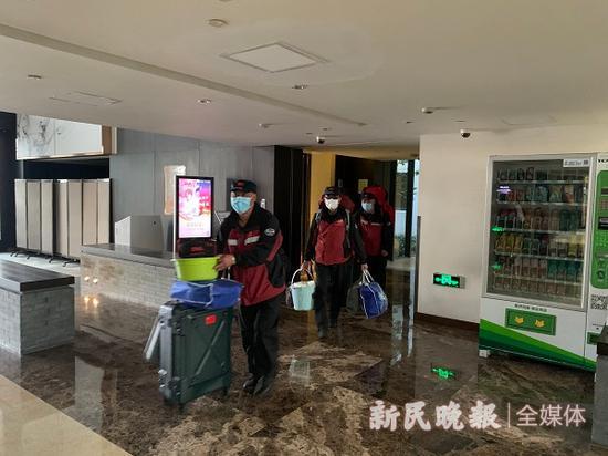 上海援鄂医疗队首批73名返沪队员解除隔离 随申码转绿色