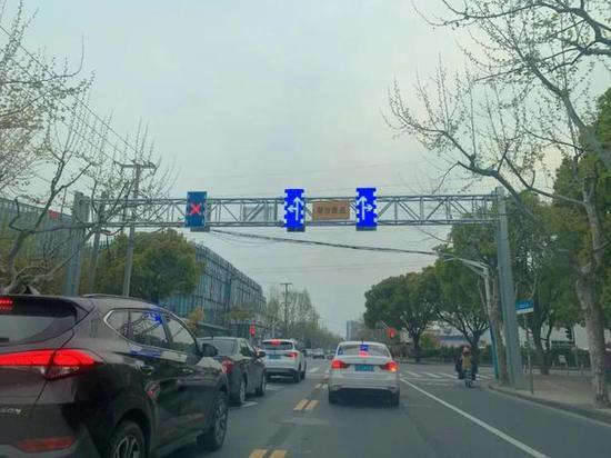 上海松江区最长潮汐式可变车道开通 全长2.8公里