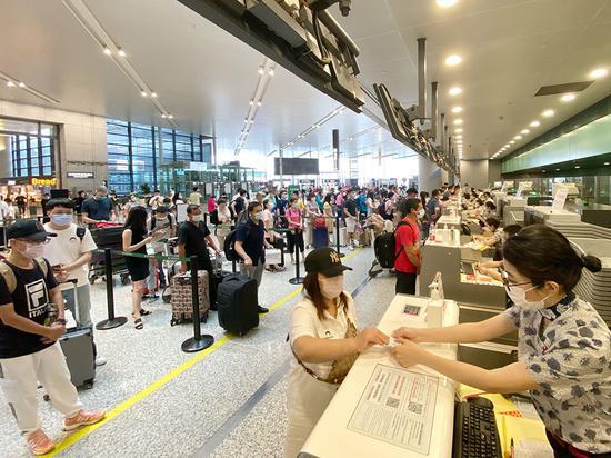 2020年6月27日,虹桥机场东航值机柜台
