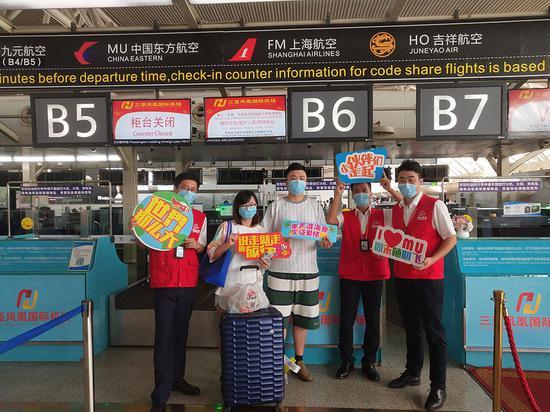 """""""周末随心飞""""旅客出行。 本文图片均为东航供图"""
