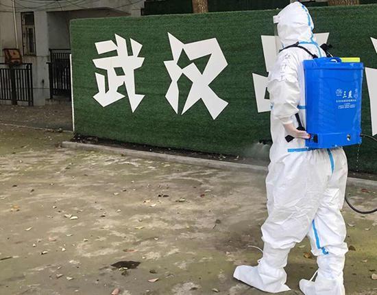 滞留湖北的上海消防队员:进病家消毒 为康友服务