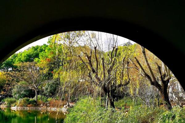 古华公园完成年前最后一波装扮 焕发动人光彩