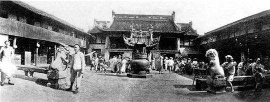 本世纪20年代的上海老城隍庙