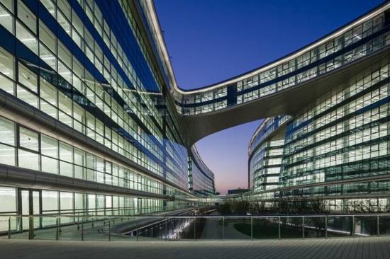 建筑设计师扎哈·哈迪德去世 曾设计长宁建筑凌空soho