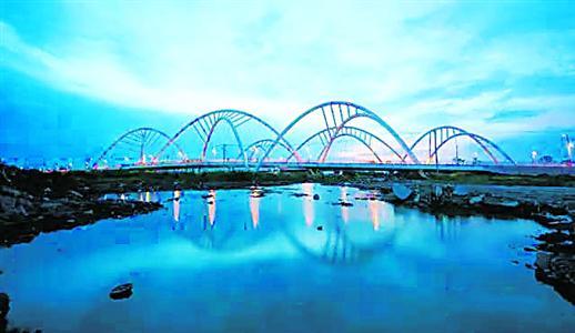 西大盈港双桥是青浦的重要通道,这里将打造湿地公园。(资料)