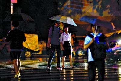前夜昨晨申城普降大到暴雨。