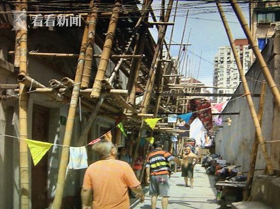 作为上海典型的老城区,杨浦区的老旧公房面积占到了40%以上,其中,15年以上未经修缮的老式房屋存量达到了150万平方米。十三五期间,杨浦区继续贯彻小区综合整治计划,从居民的需求出发,为老公房量体裁衣,改善居民的生活质量。