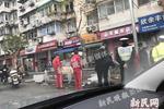 外籍男子上海驾车失控撞飞护栏 疑因弯腰捡拾物品