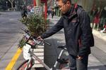 沪上现新职业:90后小伙每天骑共享单车50次