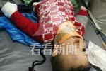 上海2岁幼童遭车祸奶奶当场死亡 热心的哥快递员送医