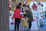 黄磊老婆怀三胎 孙莉挺大肚带多妹逛街