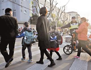 长宁公安组织警力投入校园安全工作