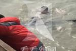 上海一女子失足跌入黄浦江中 热心市民协助救援