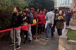 网红美食排队超7小时 代购叫价水涨船高生意火