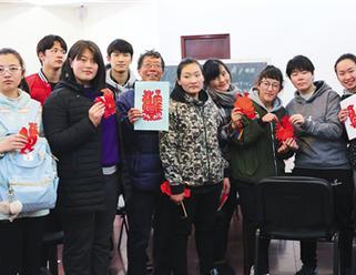 聋哑学生到长宁民俗文化中心体验参观