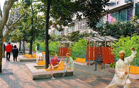 街角广场改造后,将添加遮阳亭和与树池结合的木椅,实用且美观