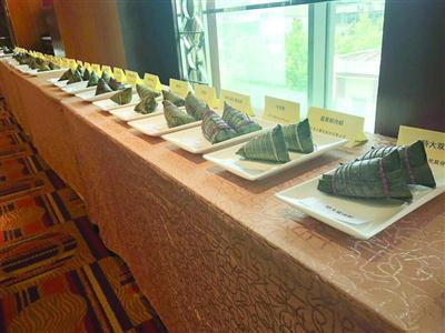 沪上35家企业、81个品种的粽子参加了端午粽评选。 /晨报记者 徐妍斐