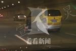 出租车地下通道内撞墙失控 的哥被甩出车外不幸身亡