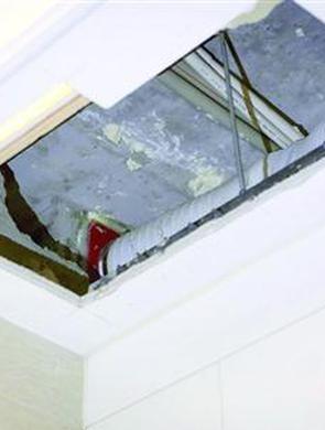 居民在8楼做饭油烟倒灌4楼