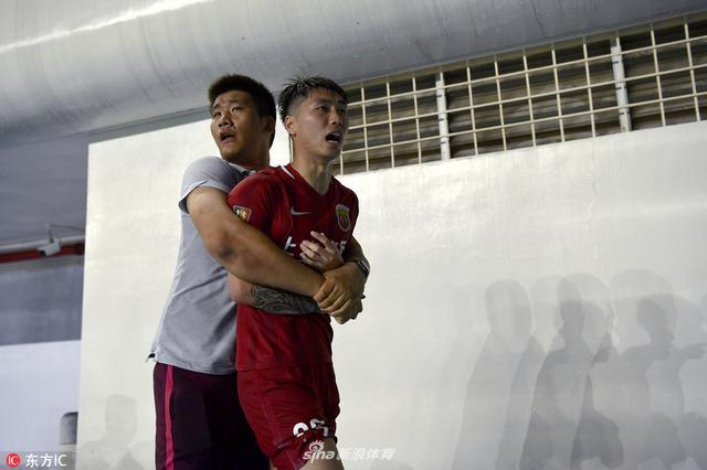 上港富力爆发剧烈冲突 两人吃红牌