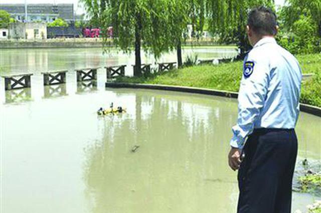 苏州河里捞出11辆共享单车 暂不清楚是何人因何而为