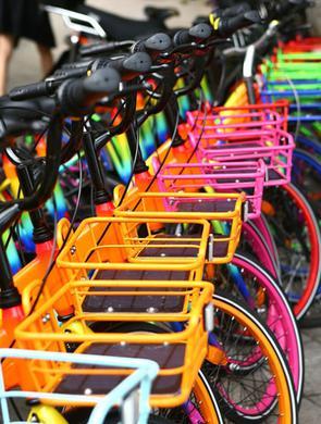 七彩单车亮相上海街头