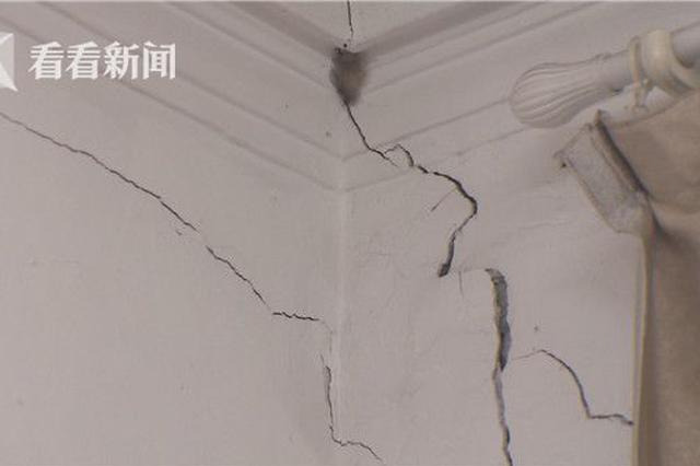 上海百年老居民楼现大量裂缝 可伸进一指