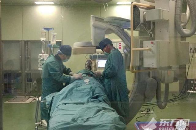 45岁产妇大出血险一尸两命 8名专家9小时生死接力