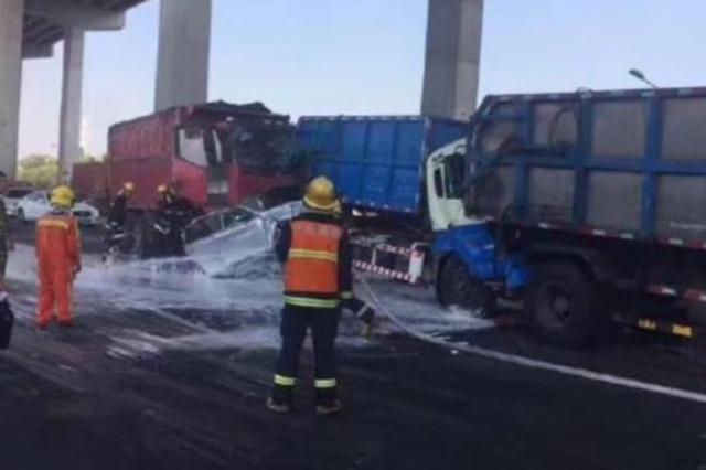 沪闵浦大桥8车相撞挤成一团致3人受伤 交通严重拥堵
