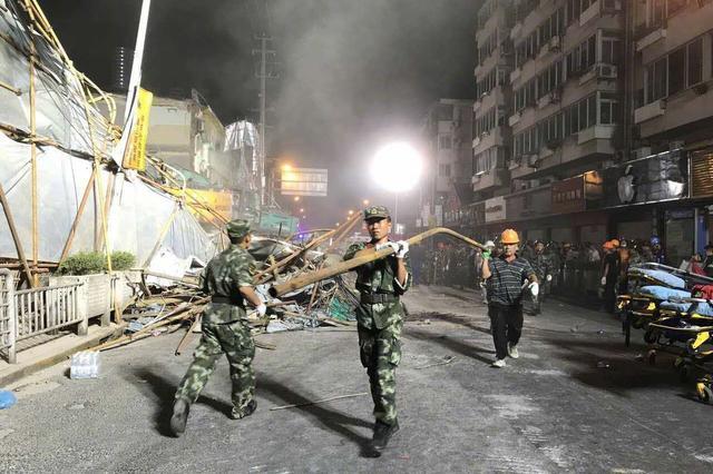 曹安公路一楼房倒塌事故已搜救出6人 其中4人死亡