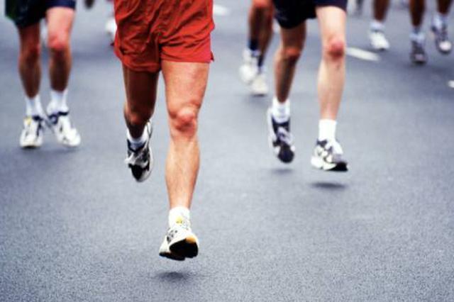 跑步热催生新职业陪跑员 网友质疑:资质谁来认证