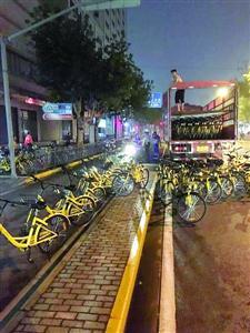 共享单车企业投放共享单车时经常会出现违法行为  警方供图